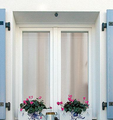 fenetres pvc et aluminium fen tre pvc blanche 2 vantaux double vitrage avec gaz argon. Black Bedroom Furniture Sets. Home Design Ideas
